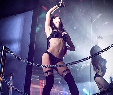Требуются танцовщицы гоу гоу комплимент на работе девушке